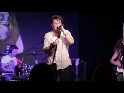 THE BROADWAY BULLIES - NEVER LOVE ALONE (Live In Hollywood 2014)