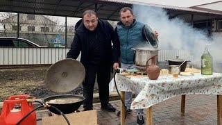 """""""ХАШ"""" жидкое горячее блюдо, суп, получившее распространение по всему Кавказу и Закавказью. ЕДА БЕДНЯКА. Видео на YouTube https://youtu.be/CazDGetW0rM  ---------------------------------------------------- ПОДПИСЫВАЙТЕСЬ на нас в  Инстаграм https://www.instagram.com/georgikavkaz/ ---------------------------------------------------- Кухонные Ножи SAMURA ссылка: http://www.samura.ru                 http://www.samura.org Скидка по промокоду """"Kavkaz"""" - 15% на всё. https://instagram.com/samura_knives https://instagram.com/samura_russia -------------------------------------------------------- Мы в социальных сетях:  Инстаграм https://www.instagram.com/georgikavkaz/  Вконтакте  https://vk.com/georgii.kavkaz  facebook     https://www.facebook.com/profile.php?id=100025133140893  Ok.                https://www.ok.ru/profile/589700787993 ------------------------------------------------  #Poor #man's #food"""