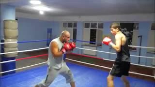 15 летний боксёр против 32 летнего каратиста.Обычный спарринг.