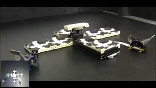 Roboter bauen gemeinsam ein Gebäude ohne konkrete Bauanweisungen