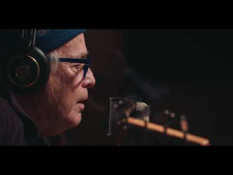 Ry Cooder - Everybody Ought to Treat a Stranger Right (Live in studio)