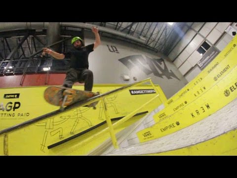 Ethernal Skate Films / Winter skateboarding video @ Taz skatepark Montreal (Canada)