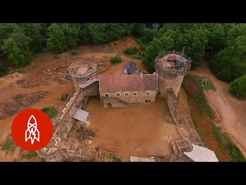 Stavba hradu ze 13. století