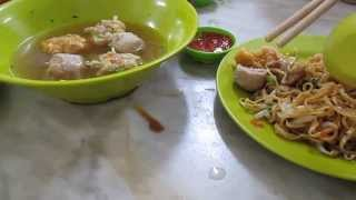 preview picture of video 'Hakka Mee, Kedai Kopi Sin Yoon Loong, Old Town Ipoh'