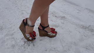 wedge sandals in snow, wedge walk in snow, snow barefoot, shoes walk in snow (scene 141)
