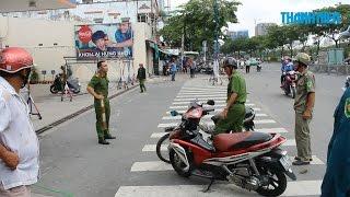 Hai người chém nhau ở quận 4 gây náo loạn đường phố