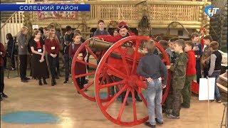 В рамках проекта «Дорогами победы» школьники отправились на урок истории в солецкую деревню Дуброво