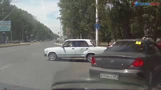 В Новочеркасске на перекрестке произошла драка водителей