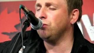 Johnny Reid performs an unheard song in the JRfm Fan Jam Lounge