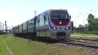 Узкоколейный тепловоз ТУ10-025 с пассажирским поездом