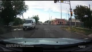 В погоне за пассажирами две маршрутки в Шымкенте устроили настоящую байгу