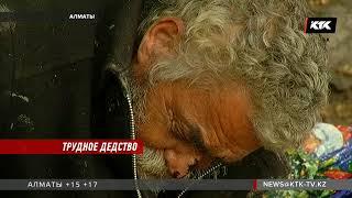 В Алматы прямо на улице гниет человек