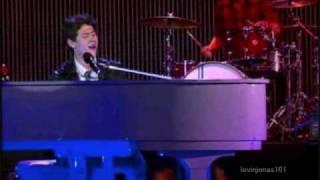 Jonas Brothers - Critical