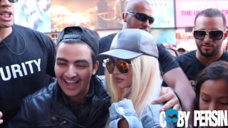 <b>Kylie Jenner</b> LookALike Pranks New York City