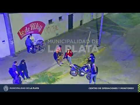Un motociclista se dio un duro golpe tras chocar el cordón del boulevard