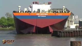 Смотреть онлайн Зрелищная подборка: спуск больших кораблей на воду