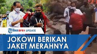 Video Detik-detik Jokowi Lepas Jaket Merah untuk Pemuda Korban Banjir Bandang di Lembata NTT