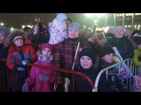 Алексей Дюмин зажег новогоднюю ёлку в Туле