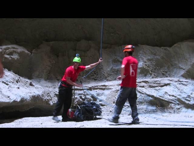 טיול סנפלינג למערת מלח - ערוצים בטבע