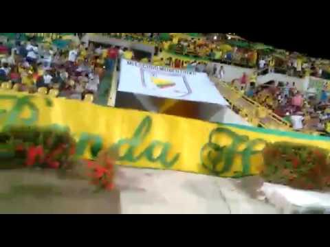 """""""Entrada Real Cartagena Vs Atletico Cánticos Rebelión Auriverde Norte"""" Barra: Rebelión Auriverde Norte • Club: Real Cartagena"""