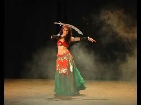 Danza del Vientre con Sable