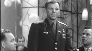 Yuriy Gagarin says a New Year Toast (1963, with English subs)