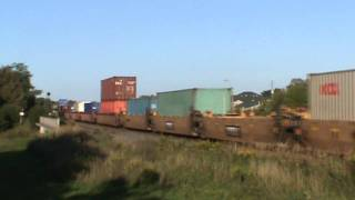 preview picture of video 'CP 8700 & CEFX 1023 at Cobourg Ontario'