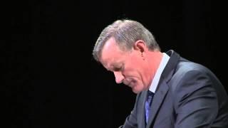 Chancellor McRaven speaks to UTSW graduates