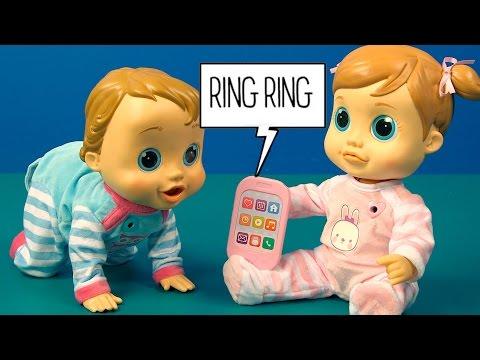 Emma enseña a Pekebaby a usar el móvil ¡No podía llamar a su mamá!