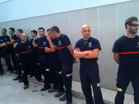 Elías Bendodo visita el parque de bomberos de Coín
