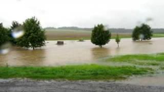 preview picture of video 'Hochwasser zwischen Mittelherwigsdorf und Oberseifersdorf (07.08.10)'