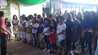 Coral da Escola Municipal Josias Casaes Meira executa a música A Paz, de Roupa Nova