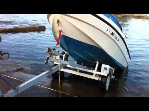 Probando el cabrestante para sacar la embarcación del mar