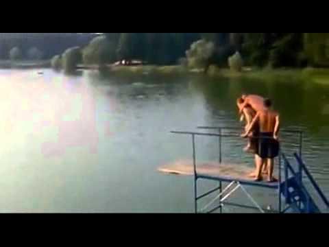 קפיצה אמנותית למים