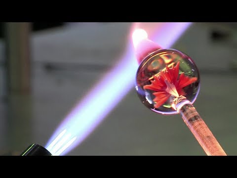 John Kobuki - Glass Blowing a Flower in Real Time.