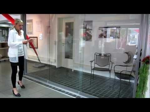 Glas-Schiebe-Tür unter dem Terrassendach , Glas-Schiebetüren Raumteiler, Glashaus