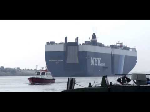 عبور 76 سفينة عملاقة بقناة السويس بحمولات 5.12 مليون طن اليوم الجمعة