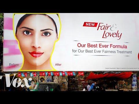 Das kosmetische Öl für die Person von den Pigmentflecken