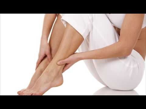 при месячных болят ноги
