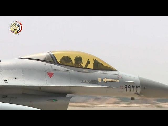 استهداف الطيران المصري مواقع للإرهابيين بسيناء