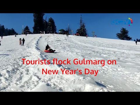 Tourists flock Gulmarg on New Year's Day