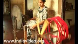 Azhikode handloom village - weaving colourful designs