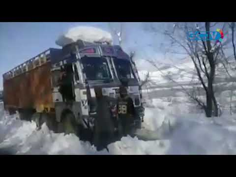 Good Samaritans serve food to stranded truckers in south Kashmir