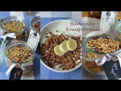 Knuspermüsli selbermachen mit Banane, Nüssen, Mandeln, Kokos, Ahornsirup und Schokostückchen