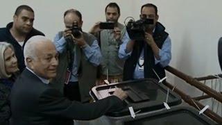 أخبار مصر: د.نبيل العربي يدلي بصوته في المرحلة الثانية لانتخابات مجلس النواب