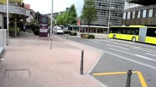 preview picture of video 'アキーラさん①リヒテンシュタイン・ファドゥーツ市バス亭Vaduz,Liechtenstein'