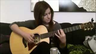 Девушка классно играет на гитаре