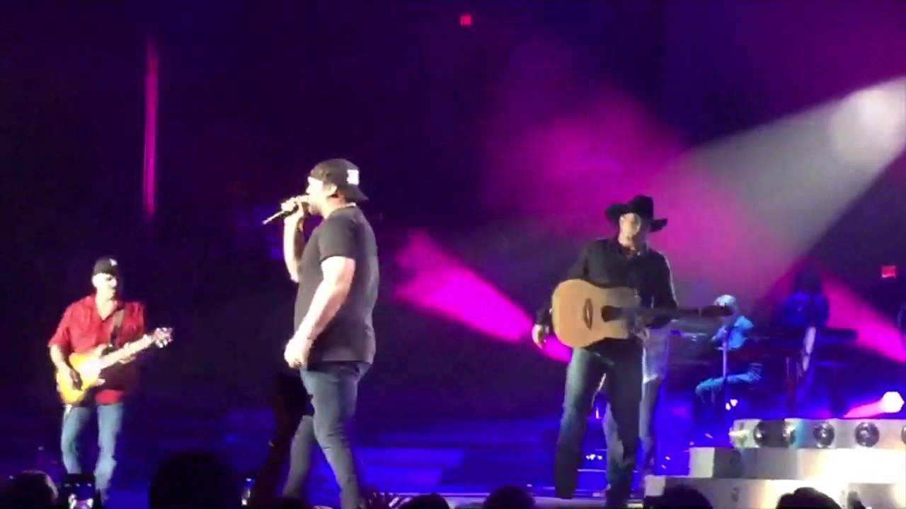 Garth Brooks and Lee Brice Surprise Sold Out Bossier City, LA Crowd // July 29, 2016 thumbnail