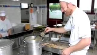 preview picture of video 'CUCINA CASALINGA DA UGO PIEVE D'ALPAGO (BELLUNO)'
