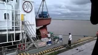 preview picture of video 'Puerto villa constitucion Draga NIÑA, montaje de propulsores Puerto villa constitucion 2'